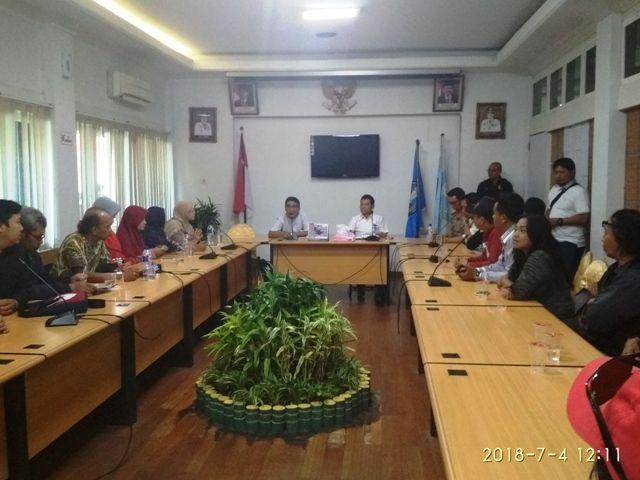 Dinas Pendidikan Provinsi Jatim Didemo