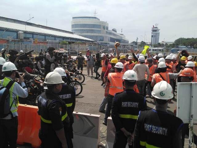 TKBM Ricuh, Pelabuhan Tanjung Perak Lumpuh