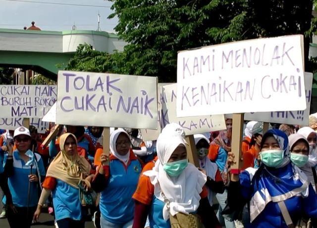 Demonstrasi Serikat Pekerja Rokok Tembakau