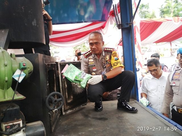Polrestabes Surabaya Musnahkan Barang Bukti