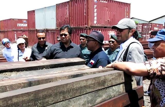 Komisi IV DPR RI Tinjau Ratusan Kayu Merbau Ilegal