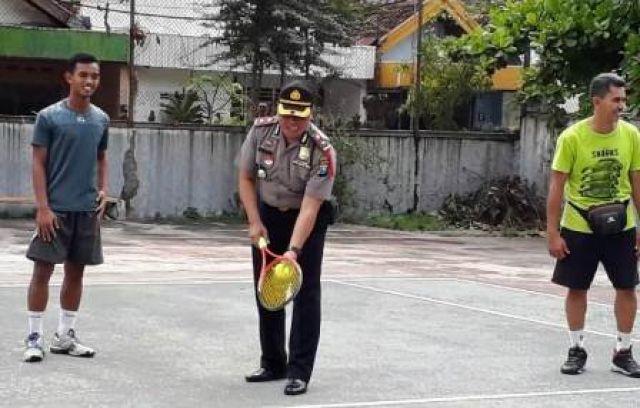 Polsek Tambaksari Gelar Lomba Tenis