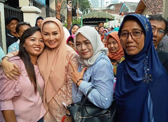 Lucy Kurniasari Bagikan Gratis Kartu BPJS