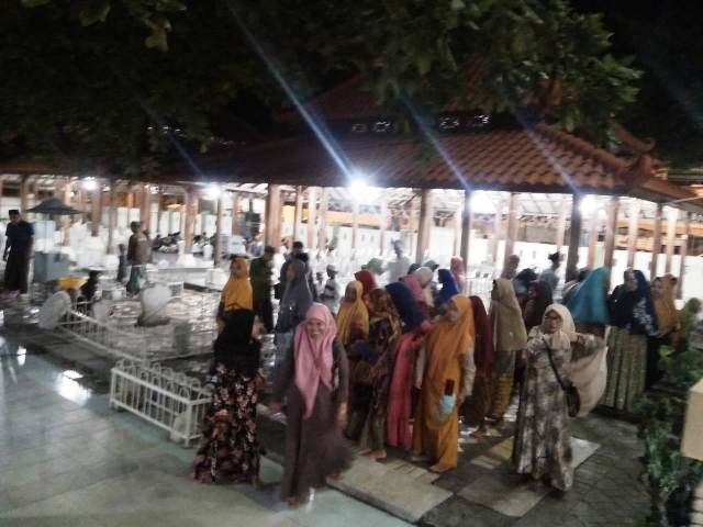 Makam Sunan Maulana Ibrahim Sepi Pengemis