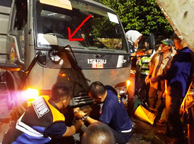 Mobil Satpol PP Surabaya Dirusak Pedagang