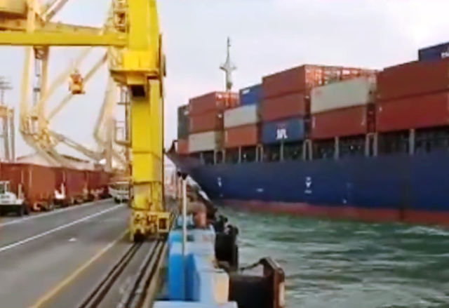 MV Soul of Luck Tabrak Container Crane di Semarang