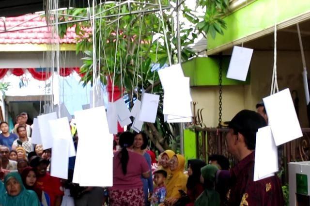TPS 69 Surabaya Siapkan Amplop Peserta Pemilu