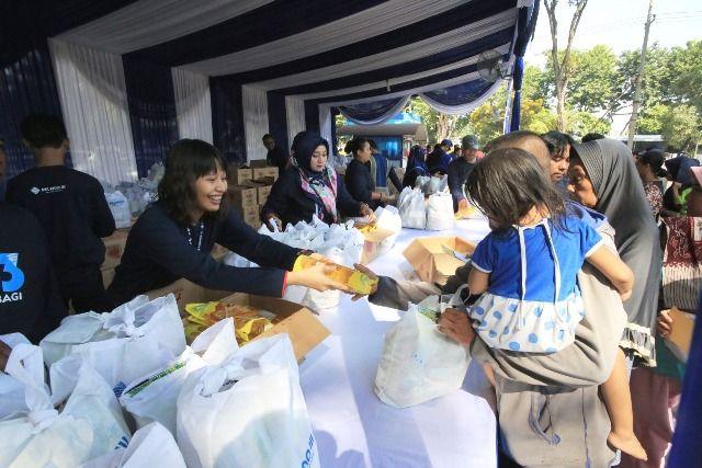 Pelindo Regional Jawa Timur Bagi-bagi Sembako