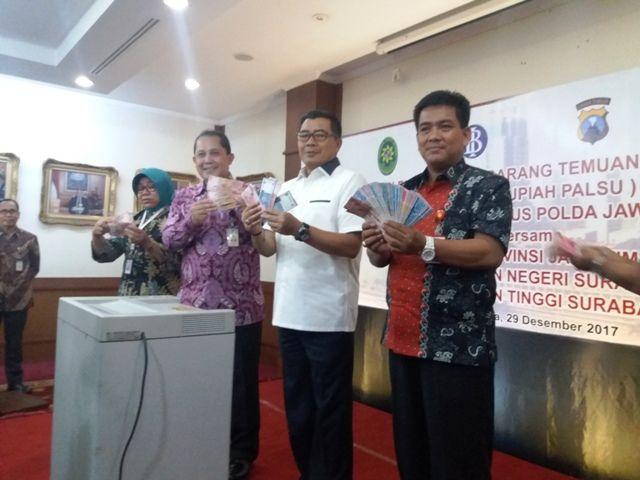 Bank Indonesia Musnahkan 82.897 Lembar Uang Palsu