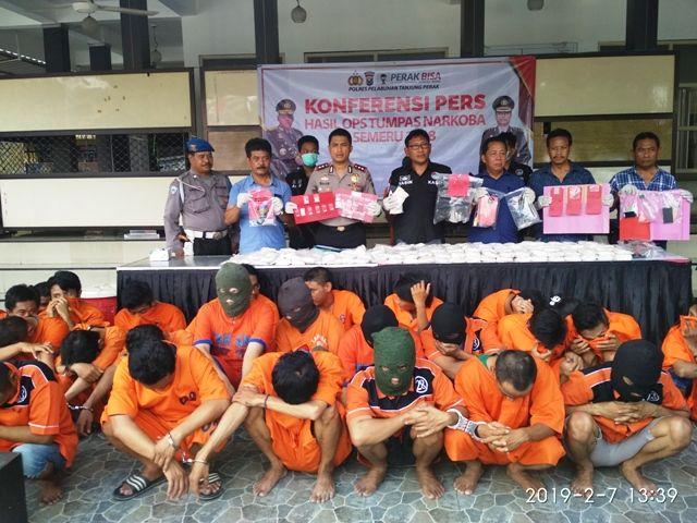 Polres Pelabuhan Tanjung Perak Pamer Tangkapan 232.000 Pil Koplo