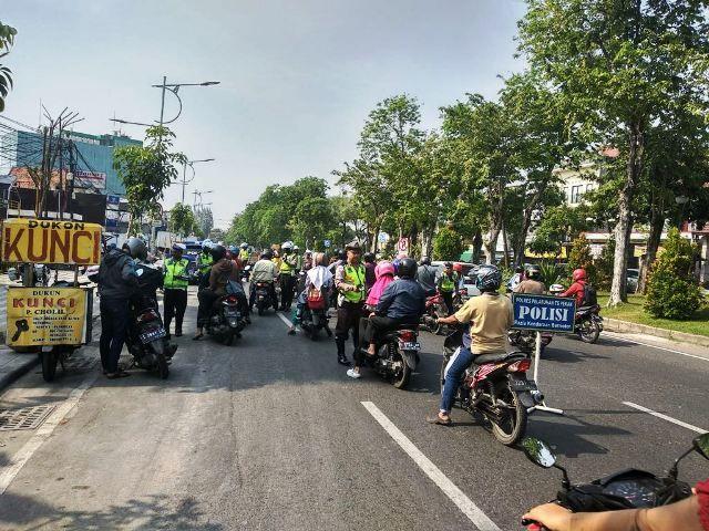 Satlantas Polres Pelabuhan Tanjung Perak Amankan 105 Pelanggar