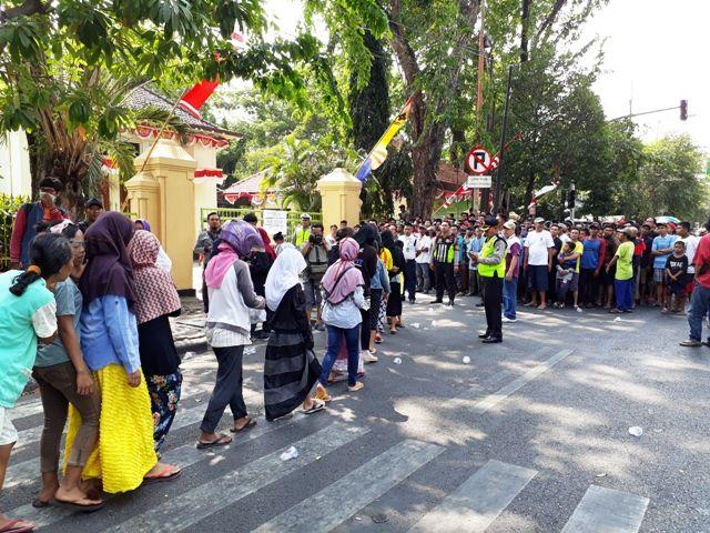 PN Surabaya Diserbu Pencari Daging Kurban