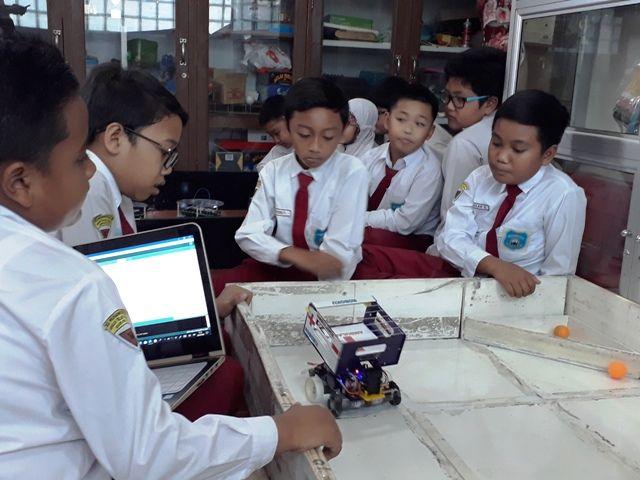 SD Muhammadiyah Borong Piala RoboCup 2018