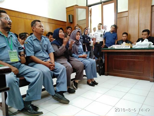Saksi Guru SMPN 54 Surabaya Memilih Aman
