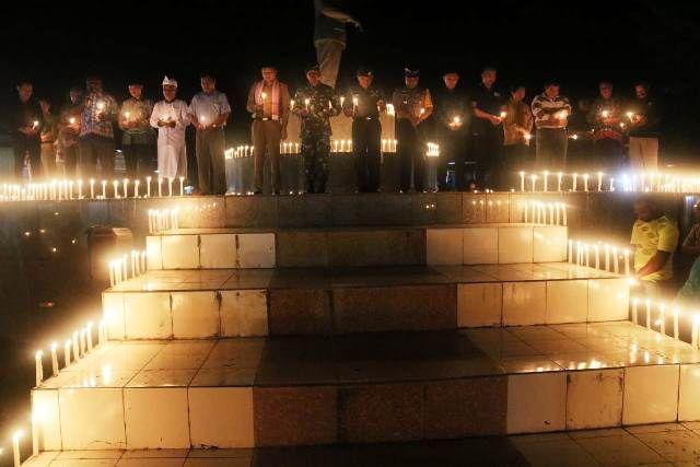 Seribu Lilin Warga Papua Untuk Surabaya