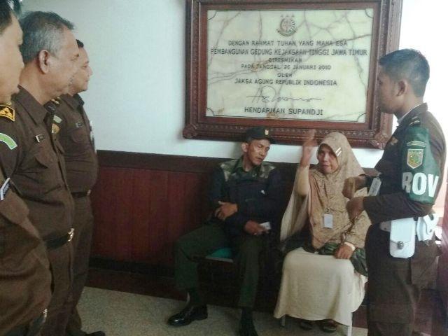 Penjual Aset Pemkot Surabaya Histeris Ditahan Kejaksaan