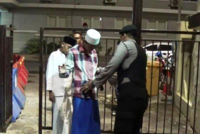 Sholat Tarawih di Polrestabes Surabaya Dijaga Ketat