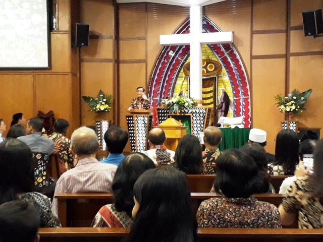 Yasonna Hamonangan Laoly Datangi Gereja GKI