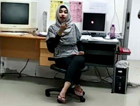 Staf Bank Darah RSUD Dr. Soetomo Marahi Pasien